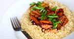 Κινόα με κρέμα κόκκινης πιπεριάς και μελιτζάνας