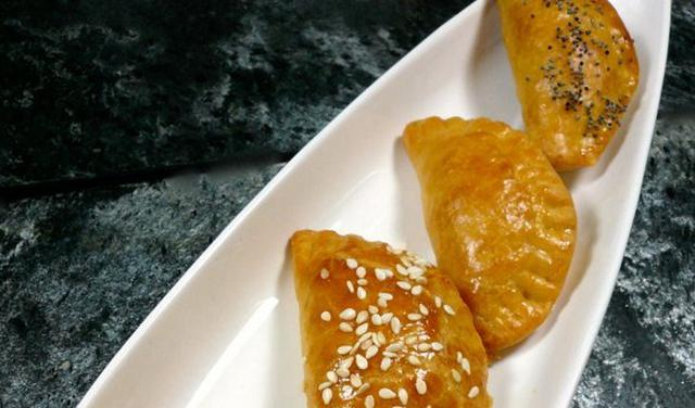 Τραγανά τυροπιτάκια της γιαγιάς Αθηνάς αλά Pandespani