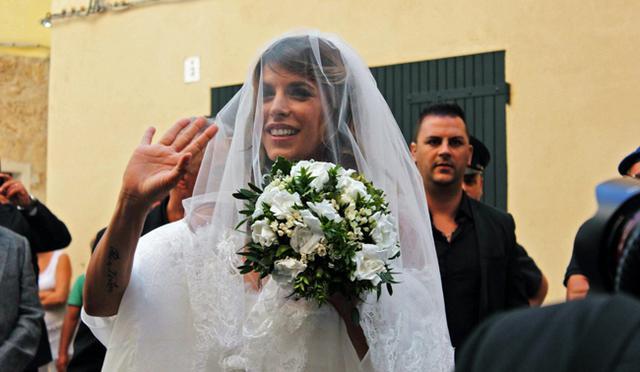 Παντρεύτηκε η Κανάλις, αλλά από νυφικό... άστα!