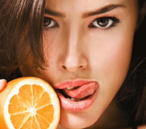 Μάθε πώς το πορτοκάλι σε βοηθάει  να είσαι ακόμη πιο κούκλα!