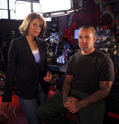Ο Τζέσε Τζέιμς και η δημοσιογράφος  Βίκι Μάμπρεϊ, στην εκπομπή της  οποίας εκείνος μίλησε για όλα.