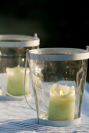 5 τρόποι για να καθαρίσεις τα φαναράκια σου από τα κεριά
