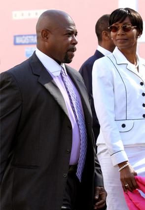 Η πρώην γερουσιαστής από τις Μπαχάμες και ο νοσηλευτής που κατηγορούνται  για τον εκβιασμό του Τραβόλτα.