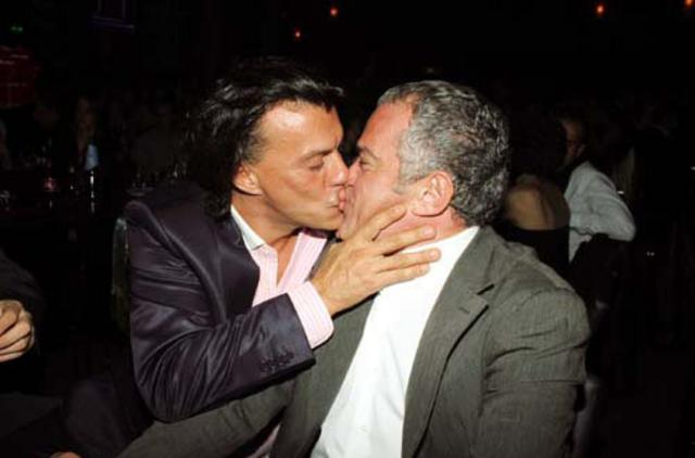 Ο Ψινάκης φιλάει υπέροχα