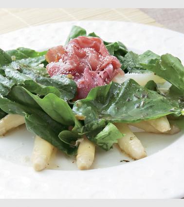 Σαλάτα με σπαράγγια και προσούτο