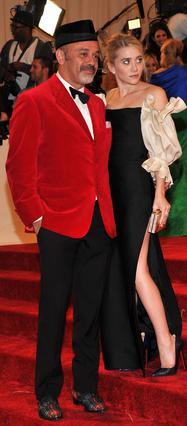 Η Άσλεϊ Όλσεν σε πρόσφατη εμφάνισή της με τον διάσημο σχεδιαστή παπουτσιών Κριστιάν Λουμπουτέν.