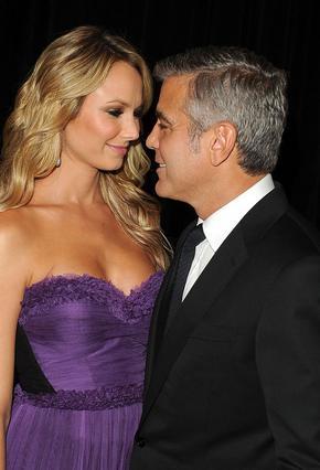 Τρελά ερωτευμένος φέρεται να είναι ο 50χρονος γόης του Χόλιγουντ με τη νέα του αγαπημένη, Στέισι Κίμπλερ.