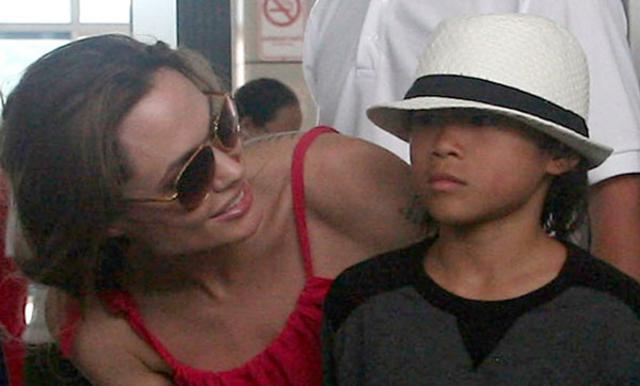 Παρηγορεί τον γιο της η Αντζελίνα