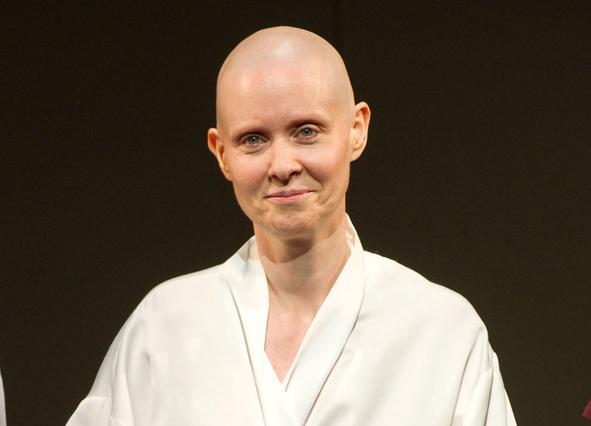 Η Νίξον στον ρόλο της καρκινοπαθούς, όπως εμφανίζεται στο θέατρο.