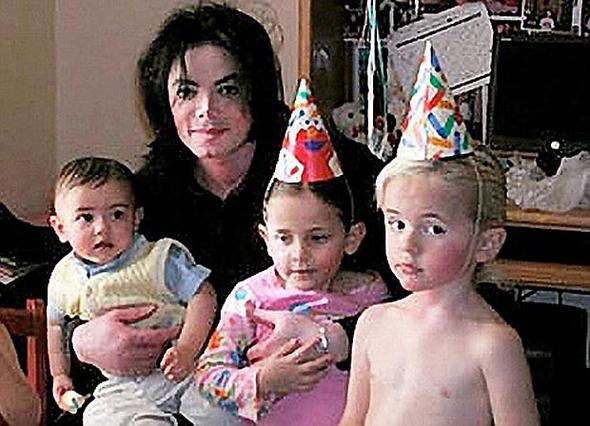 Άλλη μια οικογενειακή στιγμή με τον Μάικλ Τζάκσον και τα τρία παιδιά του.