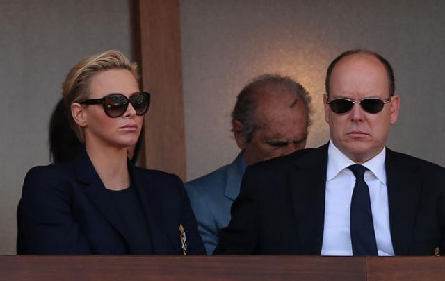 Όχι και πολύ ευτυχισμένοι ο Αλβέρτος με τη σύζυγο, Σαρλίζ, έτσι;