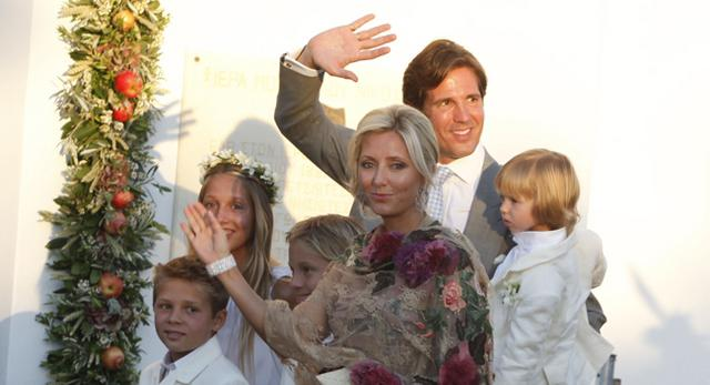 Ο  πρίγκιπας Παύλος της Ελλάδας , όπως αποκαλείται στο εξωτερικό ενδέχεται να είναι ένας από τους νονούς του πρίγκιπα Γεώργιου. Εδώ, με τη σύζυγό του, Μαρί Σαντάλ και τα τέσσερα παιδιά τους.