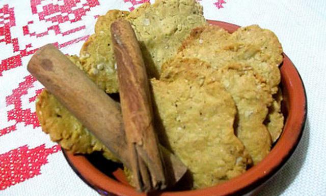 Τραγανά μπισκότα με μέλι βρώμη και κανέλα