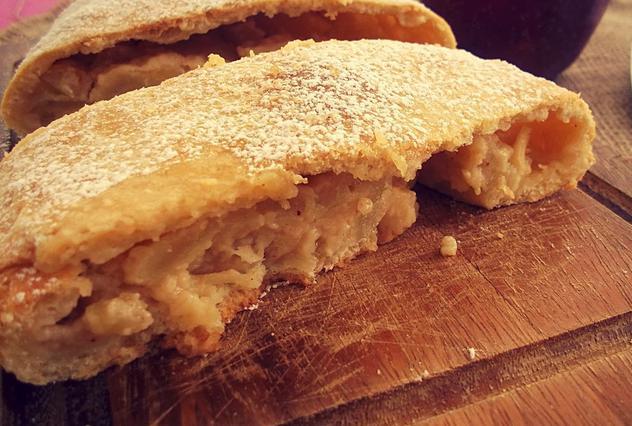 Στρουντελ με μήλο και κρέμα