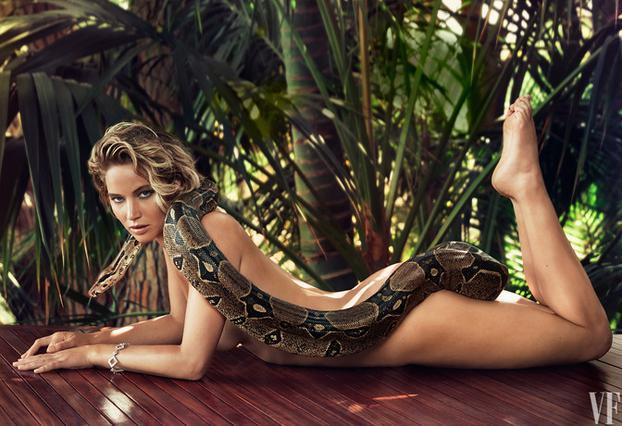 Λόρενς: Το παρασκήνιο της γυμνής φωτογράφησης με το φίδι
