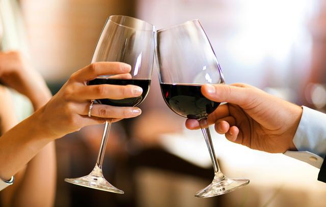 Ποιά η ιδανική θερμοκρασία για να σερβίρω το κρασί;