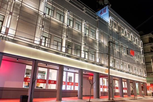 Χιλιάδες κόσμος στο άνοιγμα της H&M στα Χανιά