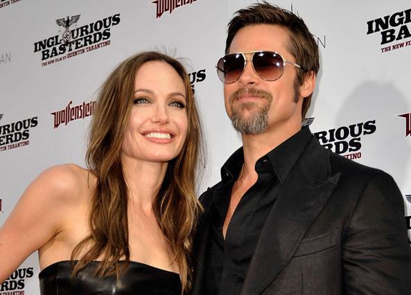 Πάντα μαζί και χαμογελαστοί οι Μπραντ και η Αντζίνα. Η φωτογραφία είναι από παλιότερη εμφάνισή τους.