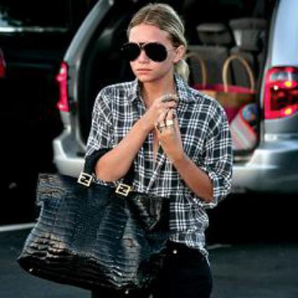 1. Η Άσλεϊ Όσλεν με μια τεράστια Fendi, ενώ πάει για μεσημεριανό στο Μπέβερλι Χιλς: έτσι για να ονειρευόμαστε...