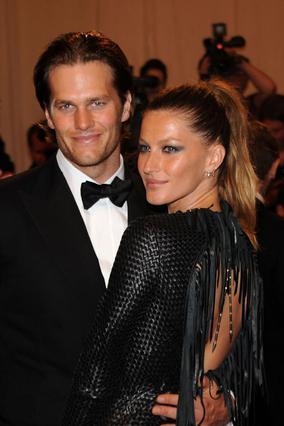 Η Ζιζέλ με τον άντρα της Τομ Μπράντι  σε πρόσφατη έξοδό τους.