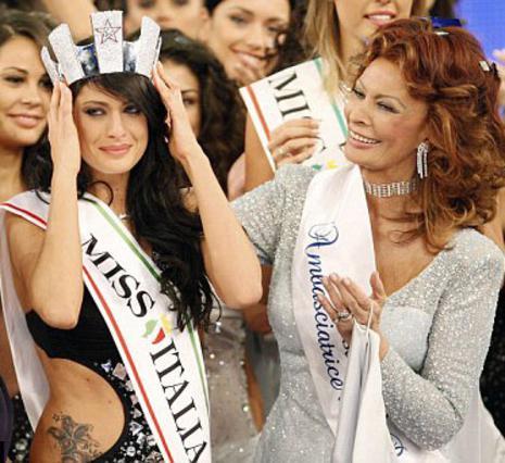 Δύο νικήτριες του διαγωνισμού   Μις Ιταλία  με διαφορά 60 χρόνων.