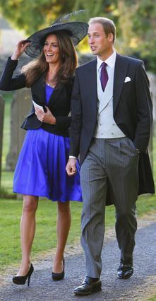 Τον περασμένο Οκτώβριο η Κέιτ Μίντλετον συνόδεψε τον πρίγκιπα Γουίλιαμ σε γάμο κοινών τους φίλων. Όχι ότι δεν είχε ξαναγίνει στα 8 χρόνια του δεσμού τους, αλλά ήταν η πρώτη φορά που φωτογραφήθηκαν επί
