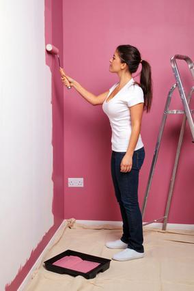 Το βάψιμο του σπιτιού μπορεί  να αποτελέσει -εκτός των άλλων-  και μεγάλη πηγή διασκέδασης.