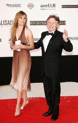 Ο Ρομάν Πόλάνσκι με τη σύζυγο του, γαλλίδα ηθοποιό Εμανουέλ Σενιέ, με την οποία είναι παντρεμένοι από το 1989 και έχει αποκτήσει δύο παιδιά.