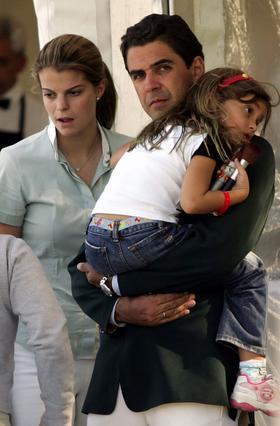 Από την πρώτη στιγμή της γνωριμίας τους η Αθηνά δέθηκε με την μικρή Βιβιάν σαν να ήταν δική της κόρη.