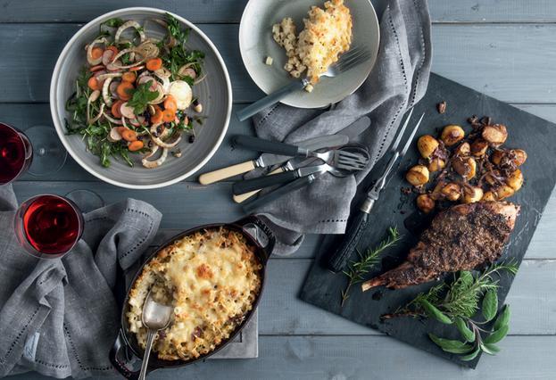 Σαλάτα με καρότο, σέλερι, μαραθόριζα, ραπανάκια, κρεμμύδι και ρόκα