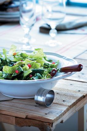 Πράσινη σαλάτα με αβοκάντο και ρόδι