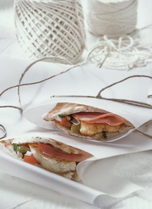 Κυπριακή πίτα με λούντζα και χαλούμι