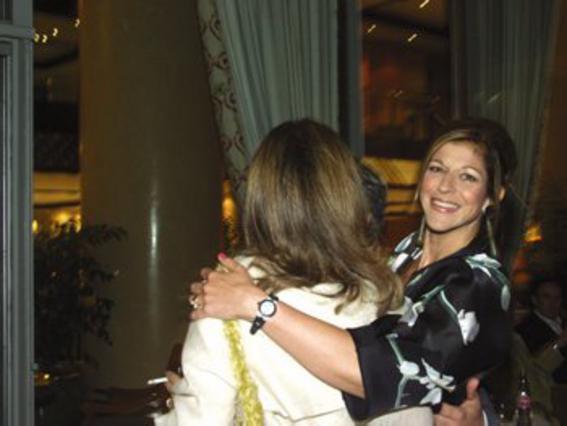 Τhe perfect hostess! <BR>Η Ευγενία Χανδρή<br> υποδέχεται μια καλεσμένη της