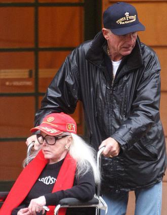 Η σύζυγος της 94χρονης (!) και ιδιαίτερα ταλαιπωρημένης στην υγεία της, Ζα Ζα Γκαμπόρ, δηλώνει σήμερα ότι οι δυο τους έχουν  βάλει μπρος  για ένα δικό τους παιδί.
