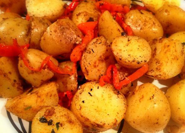 Πικάντικες πατάτες με κόκκινη πιπεριά αλά Pandespani