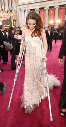 Η Κρίστεν Στιούαρτ έκοψε το πόδι της σε γυαλί δύο μέρες πριν από τα Όσκαρ και αναγκάστηκε να περπατήσει με πατερίτσες.