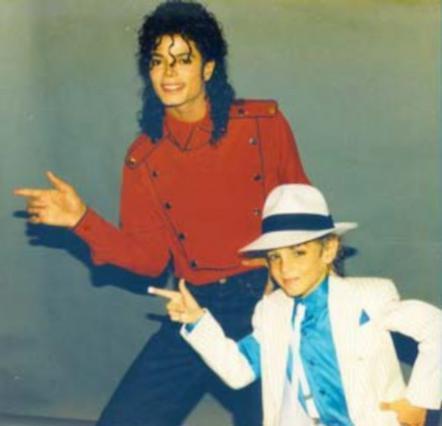 Ο Μάικλ Τζάκσον και ο μικρός Γουέιντ Ρόμπσον την εποχή που έκαναν παρέα.