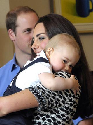 Γλυκύτατη οικογενειακή φωτογραφία για Γουίλιαμ, Κέιτ και τον 18 μηνών σήμερα, πρίγκιπα Γεώργιο.