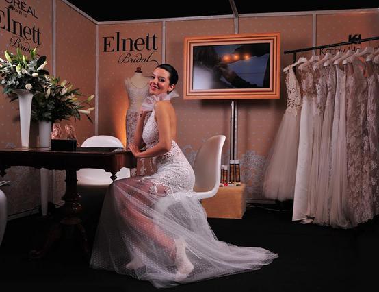 Η πανέμορφη παρουσιάστρια Νικολέτα Ράλλη ντύθηκε νυφούλα
