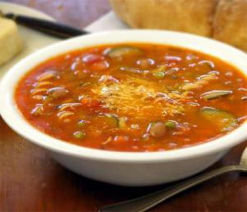 Η πλούσια και χορταστική σούπα μινεστρόνε.