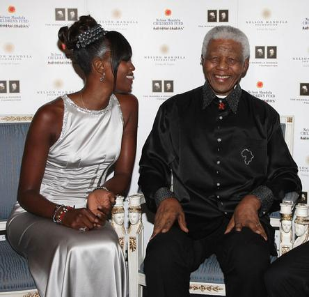Η Ναόμι μαζί με τον  επίτημο παππού  της, Νέλσον Μαντέλα.