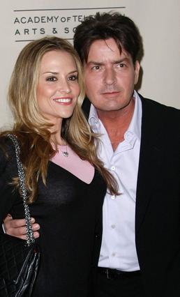 Με τη δεύτερη γυναίκα του,  Μπρουκ Μιούλερ πέρασε επίσης πολύ καιρό στα δικαστήρια τον  περασμένο χρόνο ο Τσάρλι Σιν.