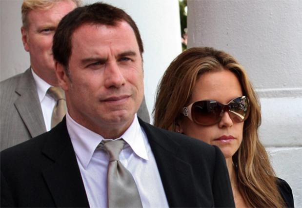 Ο Τραβόλτα φτάνει στο δικαστήριο με την γυναίκα του, Κέλι Πρέστον.