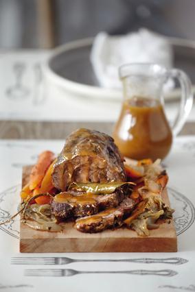 Βοδινό στον φούρνο με σάλτσα γκρέιβι