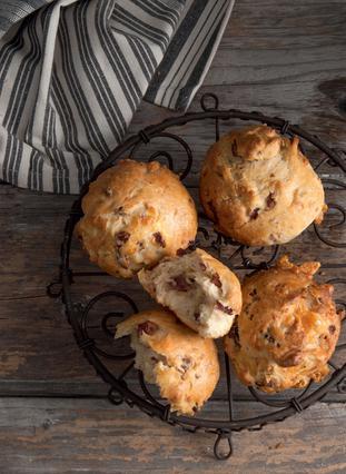 Ψωμάκια με λουκάνικο και πεκορίνο