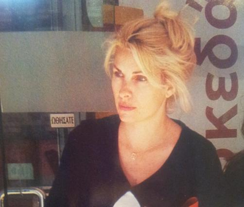 Εμφάνιση-σοκ της Ελένης: Άβαφτη & η τρέσα να βγάζει μάτι