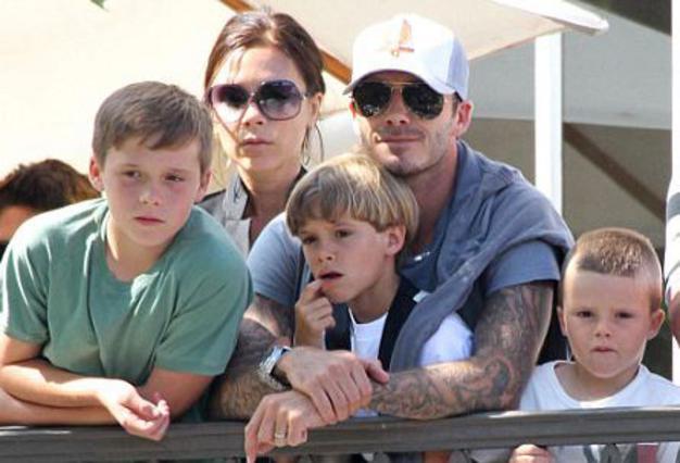Η Βικτόρια με τους άντρες της Ντέιβιντ, Μπρούκλιν, Ρομέο και Κρουζ, λίγους μήνες πριν από την άφιξη της πολυπόθητης κόρης.