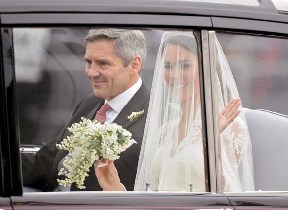 Η νύφη πηγαίνοντας στην εκκλησία μαζί με τον πατέρα της, Μάικλ