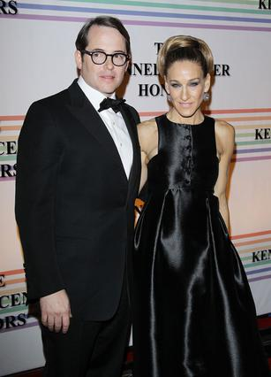 Η Σάρα Τζέσικα Πάρκερ είναι παντρεμένη με τον Μάθιου Μπρόντερικ εδώ και 14 χρόνια και έχουν τρία παιδιά.