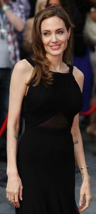 Πραγματικά εντυπωσιακή η Αντζελίνα Τζολί στην πρώτη της δημόσια εμφάνιση μετά την αποκάλυψη ότι έχει υποβληθεί σε προληπτική διπλή μαστεκτόμη.